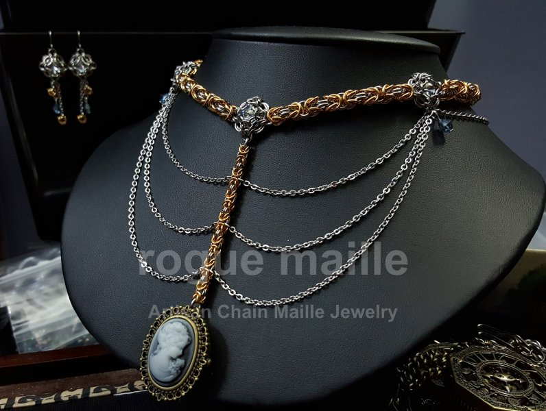 039-Watch Cameo Steampunk Necklace