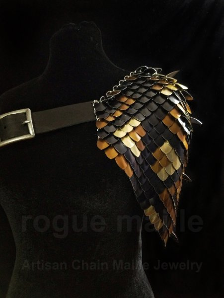 215 - Gold Bronze Dragon Hide Pauldron